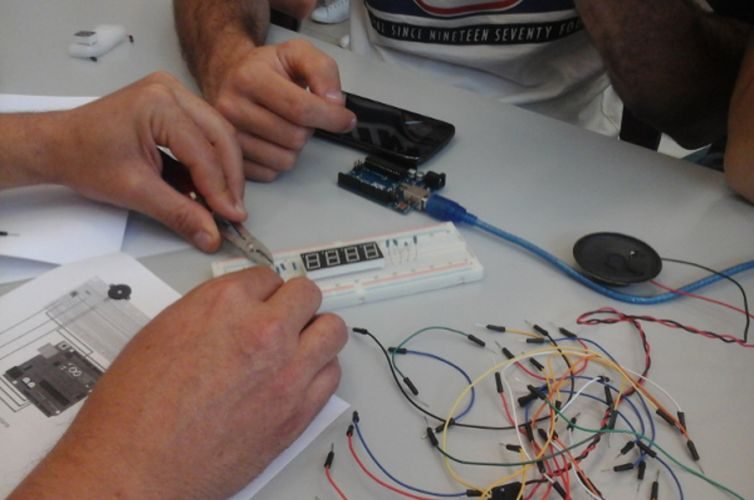 ISCOLA: Laboratori Internet of Things per le scuole superiori