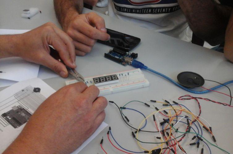 ISCOLA: Laboratori Internet of Things per le scuole superiori